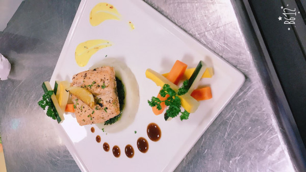 Grilled salmon steak, for continental menu